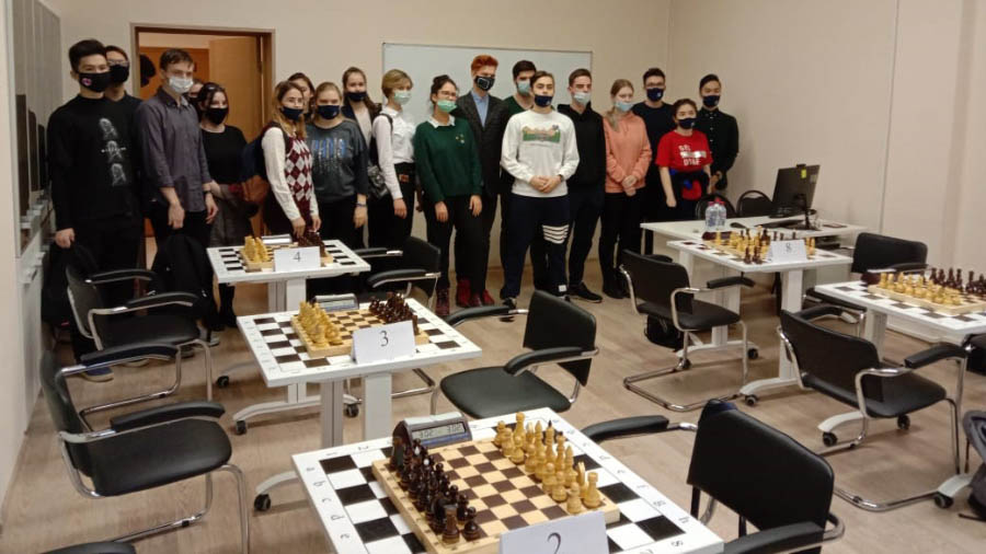 Поздравляем Е.Р. Цветкову (ПР-12), занявшую 1 место в турнире по шахматам 03.03.2021